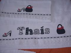Conj. toalhas Thas (*Sonhos e Retalhos Ateli*) Tags: colagem patchwork bolsa decorao letras bordado fitas patchcolagem toalhadebanho toalhaderosto