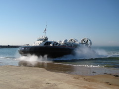 BHT 130 Passenger Hovercraft Comes Ashore (Pete Woodhead) Tags: uk sea plane canon transport spray isleofwight solent vehicle passenger amphibious isleofwhite hovercraft ryde bht130 hovertravel ixus75