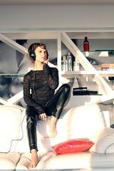 (gabrielbravo) Tags: chile santiago woman white black blanco girl beauty fashion design living mujer model pretty room negro moda modelo audifonos headphones vodka penthouse bella diseño