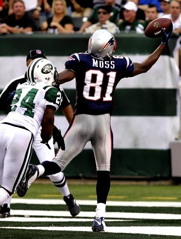 Moss catch over Revis