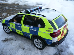 1/18 Code 3 BMW X5 Hampshire Police Traffic Car - Rear (alan215067code3models) Tags: road blue party white 3 snow ice car weather yellow out leaving liberty code traffic motorway 4x4 rear working blues police 360 hampshire parade led gift terrible present bmw boxes passing southampton emergency reds base retirement highly strobe battenburg detailed response unit 118 999 crimestoppers conditions x5 kyosho whelen chevrons lightbar totton policing