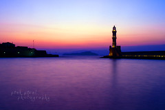 Darkness reigns at the foot of the lighthouse~ (Pink Pixel Photography (f.k.a. Sunny)) Tags: longexposure sunset lighthouse port kreta explore greece crete griechenland frontpage leuchtturm langzeitbelichtung chania sigma1770mm canoneos400d ndx8filter wwwpinkpixelat pinkpixelphotography