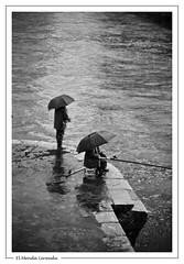 - Llueve sobre mojado - bw (MendaLerenda) Tags: sea españa blancoynegro beach monochrome rain night umbrella landscape lights monocromo luces noche mar lluvia fisherman spain nikon bn nocturna paraguas paisvasco pescador cantabrico blacoynegro