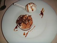 Dúo de chocolate con confitura de cerezas
