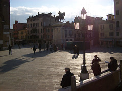(Pra onde eu vou, venha tambm) Tags: venice winter people sun color statue digital square landscape europe day kodak places colored
