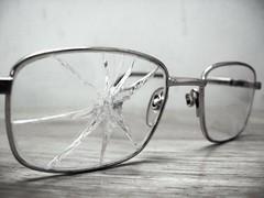 broken glass (~~~~Karthik.S~~~~) Tags: bw india glass nationalgeographic oléquebonito