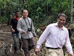 Illegal miners (Mangiwau) Tags: green sumatra indonesia banda aloe mercury kali air traditional mining illegal saya gunung aceh mane hijau emas anak sungai perak peti masyarakat meulaboh raksa penambangan sigli pidie atjeh tutut izin tanpa geumpang woyla merkuri ujoen