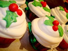 cupcakes for christmas - b (SWEET SUGAR By Michelle Lanza) Tags: cupcakes artistico sweetsugar docinhos minibolos decorada atelierdoacar bymichellelanza confeitariapersonalizada