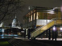 La Maison Tropicale met St Pauls, London (Iqbal Aalam) Tags: london exhibition jeanprouve lamaisontropicale