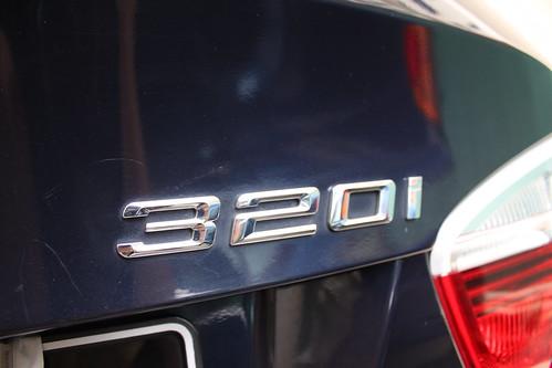 320i badging