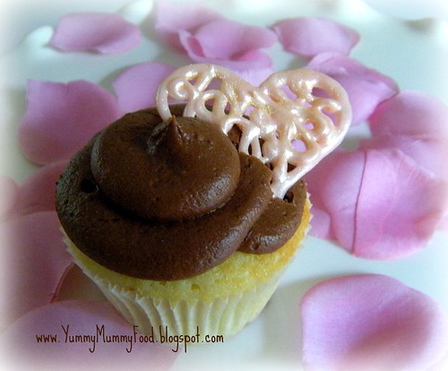 Valentine Cupcake with white chocolate heart