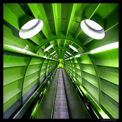 green (sediama (break)) Tags: brussels green architecture stairs vanishingpoint expo belgium pentax escalator belgi bruxelles vert 1958 architektur grn brssel atomium belgien rolltreppe movingstairs royaumedebelgique escalierroulant colorphotoaward k20d sediama igp7942 bysediamaallrightsreserved