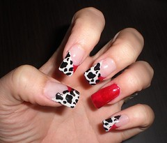 Uas decoradas (saludgl) Tags: red blackandwhite blanco cow rojo hands negro manos nails gel vaca fantasies uas decoracion kylua uasdegel uasdecoradas nailsfantasies haciendomanitas doinghandyman
