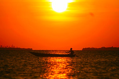 Africa rossa / Red Africa (AndreaPucci) Tags: africa sunset red sea island tramonto mare palm canoe zanzibar rosso palme canoa isola canoneos400 canonefs55250f456is andreapucci