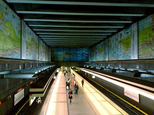 U3-Station Volkstheater von der Rolltreppe zum Ausgang Dr.-Karl-Renner-Ring aus.