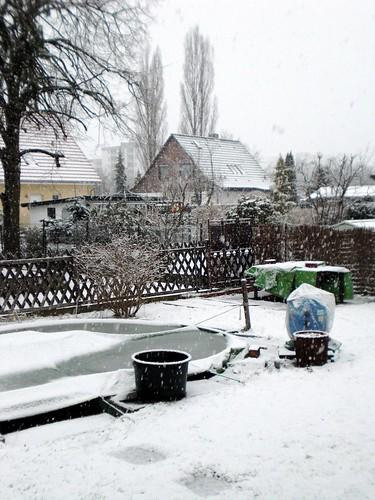 zugefrorener Pool.