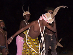 Dancing with the Somba (Justinsoul) Tags: voyage africa leica trip travel people flickr afrika benin paysage pays pais gens afrique somba atakora vlux1 otammari fluidr justinsoul