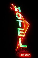 Los Feliz Hotel (avilon_music) Tags: california nightphotography signs sign night vintage hotel la losangeles neon motel olympus signage neonsign losfeliz southerncalifornia 1950 neonsigns motels motelsign atwatervillage arrowsign oldsigns vintagesigns vintageneon losfelizblvd motelsigns olympuse510 markpeacockphotography losfelizhotel losfelizmotel