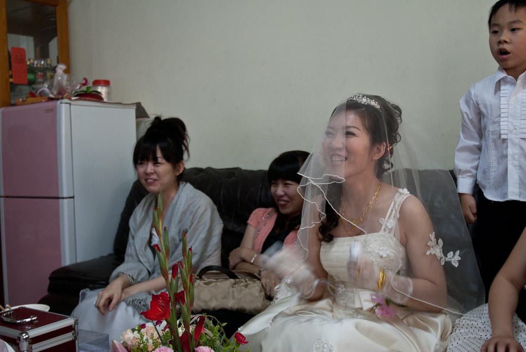 沒看過新娘玩 Wii 吧?