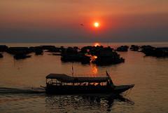 Strade d'acqua (Tati@) Tags: life sunset river boats cambodia tati tonlesap artofimages annatatti bestcapturesaoi elitegalleryaoi mygearandme mygearandmepremium mygearandmebronze roadsofwater