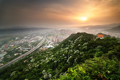 () Tags: sunrise taiwan      d90 blueribbonwinner t116