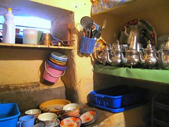 Dishes to be washed !!! (Rosmarie Wirz) Tags: kitchen sink marocco highatlas travelpicture teakettles dirtyplates ouirgane gettyimageswant berbrhouse