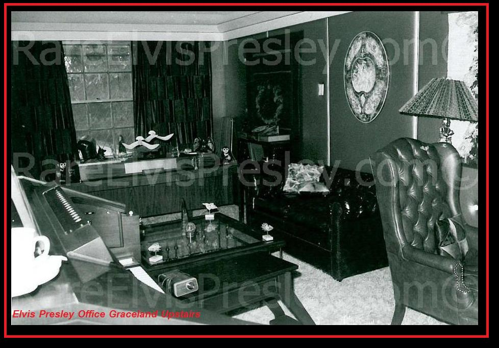 Elvis Presley - Rare Photos Upstairs @ Graceland - Guitars101 ...