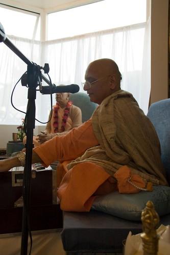 H H Bhakti Caru Swami 2010 - 0020 por ISKCON desire tree.
