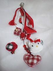 Chaveiro Hello Kitty: agora está pronto! (rosaestilosa) Tags: heart hellokitty pano felt fuxico coração feltro tecido chaveiro retalho miçangas