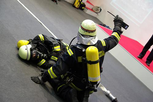 Gespielter Atemschutznotfall auf der Interschutz 2010