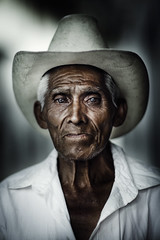 Your Life in His Eyes (Luis Montemayor) Tags: portrait man mexico retrato oldman anciano puebla hombre cuetzalan
