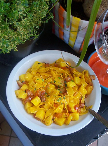 Lasagne all'uovo con ananas, pancetta croccante e sentore di curry