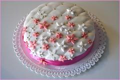 32 cake (Arsumigli aka Papi) Tags: birthday flowers food white rose cake rosa sugar dolce icing fiori compleanno bianco 32 torta cibo decorated fiorellini pdz pistacchi 18giugno trapunta decorata caramellati confettini pastadizucchero arsumigliakapapi