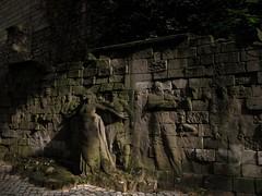 Héros de la commune Mur des Fédérés au cimetière du Père-Lachaise (Ackteon) Tags: sculpture cemetery grave dead tomb commune pere lachaise tombe père cimetière