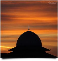 "Untitled! [UNEDITED!] (AnNamir™ c[_]) Tags: sunset silhouette canon square eos kitlens nopeople malaysia dome 7d silueta siluet dq senja unedited kubah maghrib kualakubu kkb annamir darulquran tasikhuffaz dqkkb getokubicom ""flickrtravelaward"" gettyimagesmalaysia"