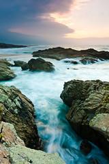 Solpor en Baldaio (David GP) Tags: sunset sea praia beach mar sand rocks playa atlantic arena galicia galiza area rocas atlntico anochecer anoitecer postadesol solpor rochas carballo baldaio atlntico
