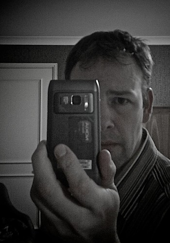 likeminds - Self Portrait - Nokia n8 style! by Benjamin Ellis
