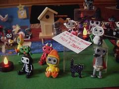 Halloween town Robot display (Sleepy Robot 13) Tags: halloween scary spooky polymerclayurbanvinylsleepyrobot13etsysilvercraftcraftscraftingsculptingsculpturefigurinearthandmadecraftshowcutekawaiirobots