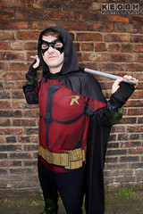 IMG_1945.jpg (Neil Keogh Photography) Tags: batman cape dc gold toppants tv jumpsuit red female utilitybelt male staff armour film mask manchestersummerminicon videogames cosplay black green cosplayer comics dccomics robin