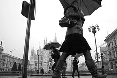 Facts about umbrellas in the Rain (Donato Buccella / sibemolle) Tags: street blackandwhite bw italy milan rain umbrella milano streetphotography duomo pioggia lowangle overturn canon400d sibemolle chissfreudcosadirebbediquestafoto fotografiastradale