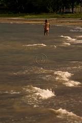 Banhista (Edson Grandisoli. Natureza e mais...) Tags: praia mar areia pôrdosol litoral onda banhista ocano