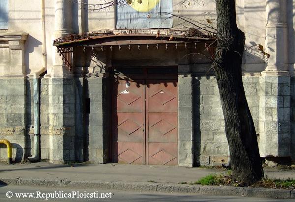 Usita din spate a Casei Ergas Mamaciu