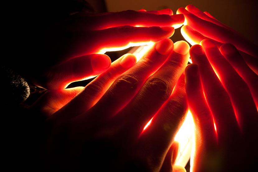 Lareira de luz-e-mãos