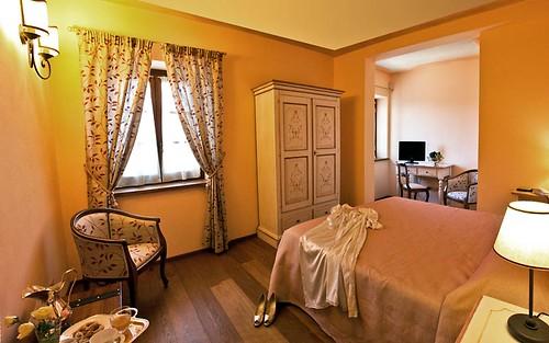 غرف نوم ايطاليه تحفه لاجدع بنات وبسسسس 4273894352_aee86592e0