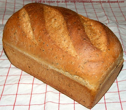 Lichtbruin brood met lijnzaad