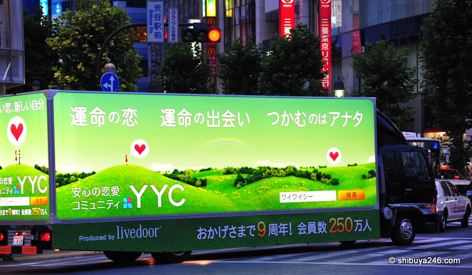 Livedoor's YYC community dating site rolls by. 2,500,000 members. now in its 9th year