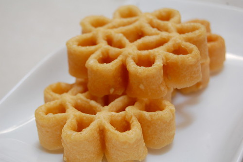 bee hive chinese new year cake - kuih ros