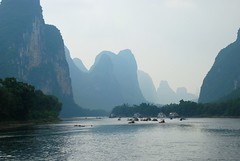 Guilin,  Li river (Cina) (tango-) Tags: china liriver guilin   soe kina cina  pechino  in  flickrchallengegroup     fiumeli flickraward mygearandme mygearandmepremium mygearandmebronze flickraward5   chinachinekinaquc