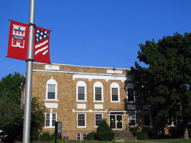 Hickman County Courthouse (2008 version with town banner)