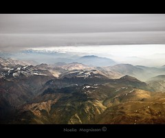 The Andes- Chile (Nöé) Tags: chile panorama mountains argentina colors berg les america montagne plane de airplane landscape vacances vakantie scenery chili view vlucht south az paisaje colores highland andes vista destination sur vol affichage paysage range 山 風景 avion luchtfoto cordillera landschap montanas airview aconcagua aerea 休暇 theandes bestemming パノラマ 空中 panoráma bekijken チリ aériennes vakáció mountainchain 視野 légi látvány アンデス hegyen フライト 宛先 andokban járművel tájat célország repülést noeliamagnusson wwwnoeliamagnussoncomnöénoemagnusson nöémagnusson